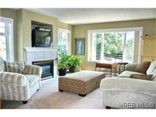 Photo 2: 2649 Cedar Hill Road in VICTORIA: Vi Oaklands Strata Duplex Unit for sale (Victoria)  : MLS®# 247432
