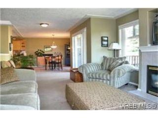 Photo 3: 2649 Cedar Hill Road in VICTORIA: Vi Oaklands Strata Duplex Unit for sale (Victoria)  : MLS®# 247432