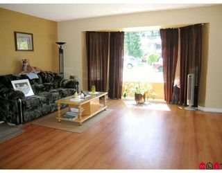 Photo 3: 13213 64A Avenue in Surrey: West Newton House for sale : MLS®# F2906382