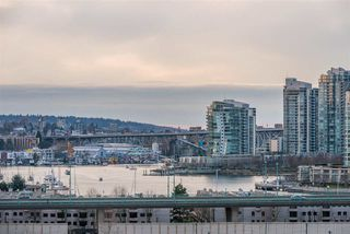 "Photo 19: 1409 1788 COLUMBIA Street in Vancouver: False Creek Condo for sale in ""Epic at West"" (Vancouver West)  : MLS®# R2392931"
