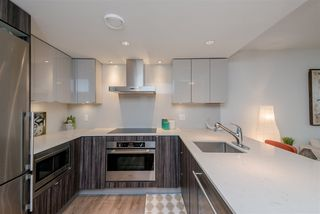 """Photo 7: 1409 1788 COLUMBIA Street in Vancouver: False Creek Condo for sale in """"Epic at West"""" (Vancouver West)  : MLS®# R2392931"""
