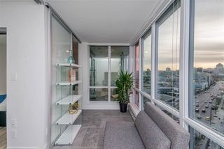 "Photo 13: 1409 1788 COLUMBIA Street in Vancouver: False Creek Condo for sale in ""Epic at West"" (Vancouver West)  : MLS®# R2392931"