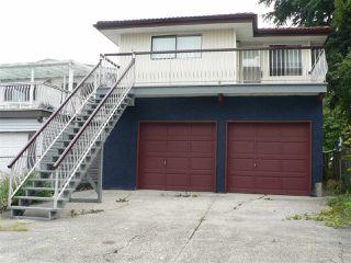 """Photo 2: 1727 E 29TH Avenue in Vancouver: Victoria VE House for sale in """"Victoria"""" (Vancouver East)  : MLS®# R2400685"""