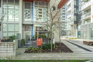 "Photo 1: 141 E 1ST Avenue in Vancouver: Mount Pleasant VE Townhouse for sale in ""Block 100"" (Vancouver East)  : MLS®# R2440709"