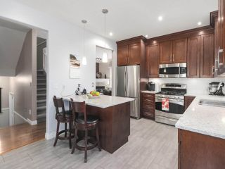 """Photo 4: 17 1765 PADDOCK Drive in Coquitlam: Westwood Plateau Townhouse for sale in """"Worthing Green"""" : MLS®# R2470789"""