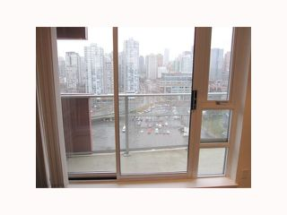 """Photo 7: 2201 918 COOPERAGE Way in Vancouver: False Creek North Condo for sale in """"THE MARINER"""" (Vancouver West)  : MLS®# V816816"""