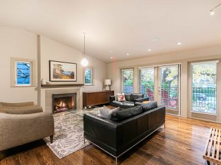 """Photo 3: 4085 W 39TH Avenue in Vancouver: Dunbar House for sale in """"DUNBAR"""" (Vancouver West)  : MLS®# R2402700"""