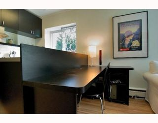 "Photo 7: 2 1075 W 13TH Avenue in Vancouver: Fairview VW Condo for sale in ""MARIE COURT"" (Vancouver West)  : MLS®# V800482"