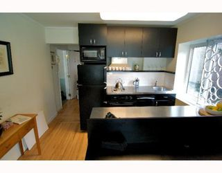 "Photo 6: 2 1075 W 13TH Avenue in Vancouver: Fairview VW Condo for sale in ""MARIE COURT"" (Vancouver West)  : MLS®# V800482"