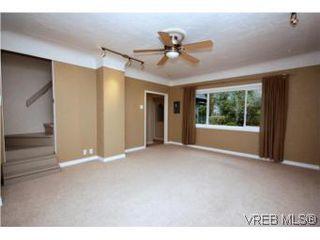 Photo 2: 2743 Victor Street in VICTORIA: Vi Oaklands Single Family Detached for sale (Victoria)  : MLS®# 271717