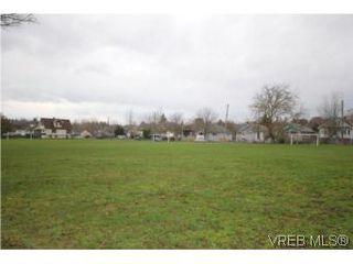 Photo 14: 2743 Victor Street in VICTORIA: Vi Oaklands Single Family Detached for sale (Victoria)  : MLS®# 271717