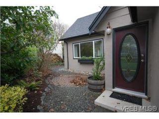 Photo 11: 2743 Victor Street in VICTORIA: Vi Oaklands Single Family Detached for sale (Victoria)  : MLS®# 271717