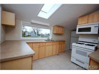 Photo 6: 2743 Victor Street in VICTORIA: Vi Oaklands Single Family Detached for sale (Victoria)  : MLS®# 271717