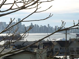 """Photo 3: 408 E 2ND Street in North Vancouver: Lower Lonsdale House for sale in """"THE JONES RESIDENCE"""" : MLS®# V806455"""