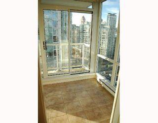 "Photo 4: 1503 193 AQUARIUS MEWS BB in Vancouver: False Creek North Condo for sale in ""MARINASIDE RESORT"" (Vancouver West)  : MLS®# V746365"