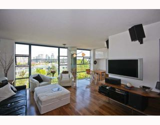"Photo 4: 402 1630 W 1ST Avenue in Vancouver: False Creek Condo for sale in ""THE GALLERIA"" (Vancouver West)  : MLS®# V767465"