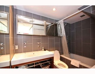 "Photo 7: 402 1630 W 1ST Avenue in Vancouver: False Creek Condo for sale in ""THE GALLERIA"" (Vancouver West)  : MLS®# V767465"