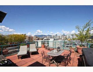 "Photo 1: 402 1630 W 1ST Avenue in Vancouver: False Creek Condo for sale in ""THE GALLERIA"" (Vancouver West)  : MLS®# V767465"