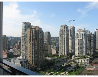 "Photo 1: 2010 1082 SEYMOUR Street in Vancouver: Downtown VW Condo for sale in ""FREESIA"" (Vancouver West)  : MLS®# V769547"