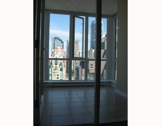 "Photo 3: 2010 1082 SEYMOUR Street in Vancouver: Downtown VW Condo for sale in ""FREESIA"" (Vancouver West)  : MLS®# V769547"