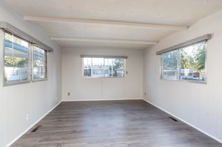 """Photo 6: 57 21163 LOUGHEED Highway in Maple Ridge: Southwest Maple Ridge Manufactured Home for sale in """"Val Marie"""" : MLS®# R2437603"""