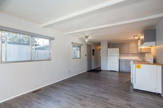 """Photo 5: 57 21163 LOUGHEED Highway in Maple Ridge: Southwest Maple Ridge Manufactured Home for sale in """"Val Marie"""" : MLS®# R2437603"""