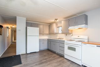 """Photo 3: 57 21163 LOUGHEED Highway in Maple Ridge: Southwest Maple Ridge Manufactured Home for sale in """"Val Marie"""" : MLS®# R2437603"""