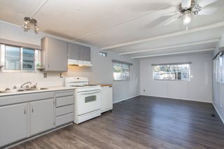 """Photo 2: 57 21163 LOUGHEED Highway in Maple Ridge: Southwest Maple Ridge Manufactured Home for sale in """"Val Marie"""" : MLS®# R2437603"""