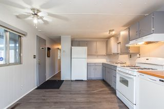 """Photo 4: 57 21163 LOUGHEED Highway in Maple Ridge: Southwest Maple Ridge Manufactured Home for sale in """"Val Marie"""" : MLS®# R2437603"""