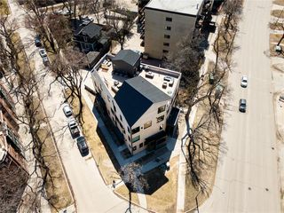Photo 1: 7 234 Wellington Crescent in Winnipeg: Condominium for sale (1B)  : MLS®# 202024598