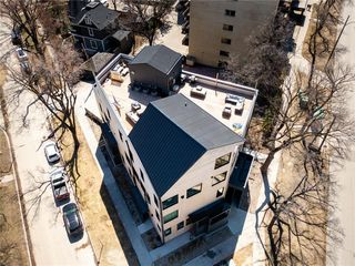 Photo 3: 7 234 Wellington Crescent in Winnipeg: Condominium for sale (1B)  : MLS®# 202024598