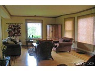 Photo 3: 2709 Avebury Ave in VICTORIA: Vi Oaklands Single Family Detached for sale (Victoria)  : MLS®# 446088