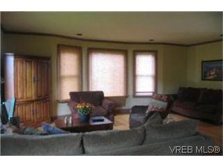 Photo 4: 2709 Avebury Ave in VICTORIA: Vi Oaklands Single Family Detached for sale (Victoria)  : MLS®# 446088