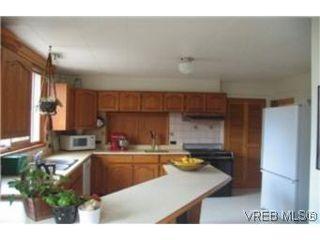 Photo 5: 2709 Avebury Ave in VICTORIA: Vi Oaklands Single Family Detached for sale (Victoria)  : MLS®# 446088