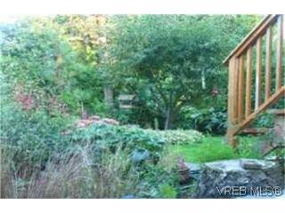 Photo 8: 2709 Avebury Ave in VICTORIA: Vi Oaklands Single Family Detached for sale (Victoria)  : MLS®# 446088