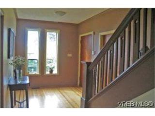 Photo 2: 2709 Avebury Ave in VICTORIA: Vi Oaklands Single Family Detached for sale (Victoria)  : MLS®# 446088