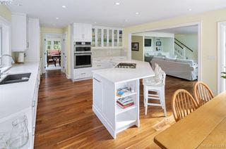Photo 11: 3704 Arbutus Ridge in VICTORIA: SE Ten Mile Point Single Family Detached for sale (Saanich East)  : MLS®# 825961