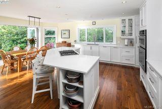 Photo 8: 3704 Arbutus Ridge in VICTORIA: SE Ten Mile Point Single Family Detached for sale (Saanich East)  : MLS®# 825961