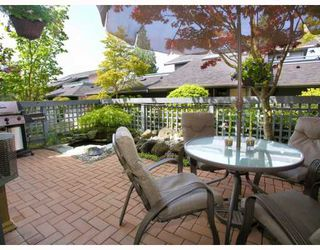 """Photo 1: 9 2118 EASTERN Avenue in North_Vancouver: Central Lonsdale Townhouse for sale in """"Bowling Green"""" (North Vancouver)  : MLS®# V767193"""