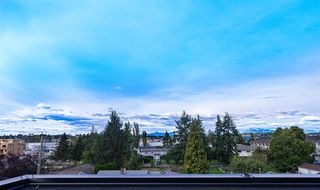 Photo 2: 8 19670 55A Avenue in Langley: Langley City Townhouse for sale : MLS®# R2418833