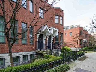 "Main Photo: 830 W 6TH Avenue in Vancouver: Fairview VW Townhouse for sale in ""Boxwood Green"" (Vancouver West)  : MLS®# R2444950"