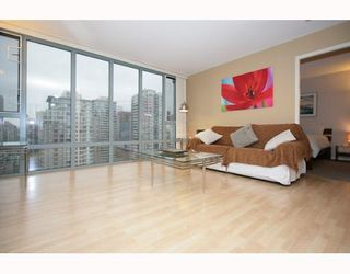 "Photo 1: 2405 950 CAMBIE Street in Vancouver: Downtown VW Condo for sale in ""LANDMARK PACIFIC I"" (Vancouver West)  : MLS®# V799375"
