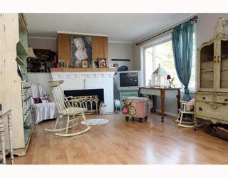 """Photo 2: 1685 BEACH GROVE Road in Tsawwassen: Beach Grove House for sale in """"Beach Grove"""" : MLS®# V803272"""