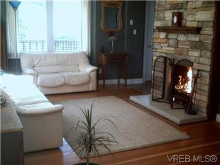 Photo 3: 119 St. Lawrence St in VICTORIA: Vi James Bay House for sale (Victoria)  : MLS®# 556315