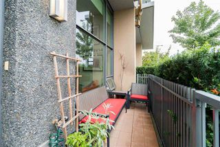 """Photo 6: 296 W 1ST Avenue in Vancouver: False Creek Townhouse for sale in """"The James"""" (Vancouver West)  : MLS®# R2406593"""