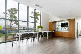 """Photo 15: 296 W 1ST Avenue in Vancouver: False Creek Townhouse for sale in """"The James"""" (Vancouver West)  : MLS®# R2406593"""