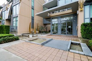 """Photo 4: 296 W 1ST Avenue in Vancouver: False Creek Townhouse for sale in """"The James"""" (Vancouver West)  : MLS®# R2406593"""