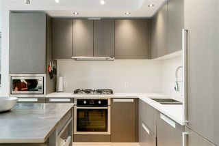 """Photo 11: 296 W 1ST Avenue in Vancouver: False Creek Townhouse for sale in """"The James"""" (Vancouver West)  : MLS®# R2406593"""