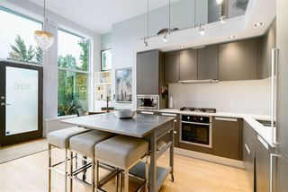 """Photo 2: 296 W 1ST Avenue in Vancouver: False Creek Townhouse for sale in """"The James"""" (Vancouver West)  : MLS®# R2406593"""