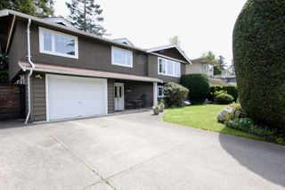 Main Photo: 40 53A Street in Delta: Pebble Hill House for sale (Tsawwassen)  : MLS®# R2421935